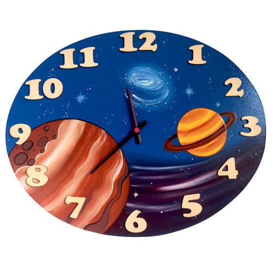Tiko-dekorace | Dětské dřevěné nástěnné hodiny s motivem vesmíru s tichým chodem, ručně malované, na jednu tužkovou baterii, česká kvalita a ruční práce.